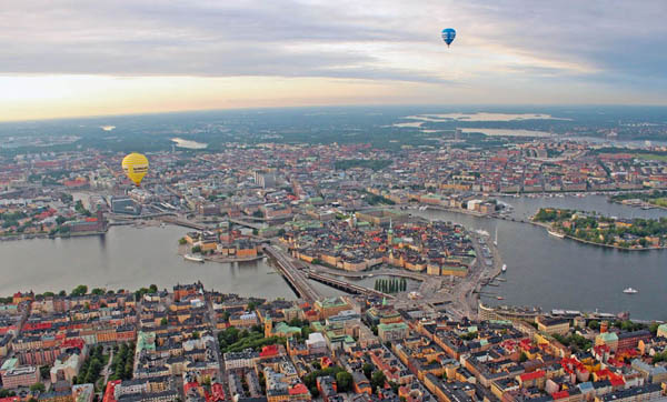 EXCURSIONS  Above the city, Balloon Tour